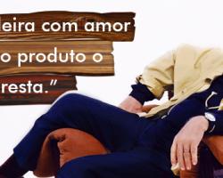 """Sergio Rodrigues e sua mais famosa criação, a cadeira """"Mole"""""""